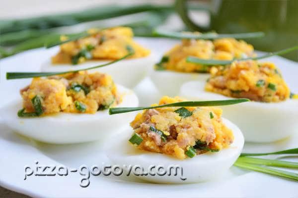 Фаршированные яйца печенью трески рецепт с фото