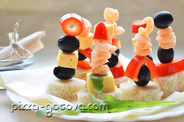 Канапе на шпажках с креветками и сыром рецепт с фото