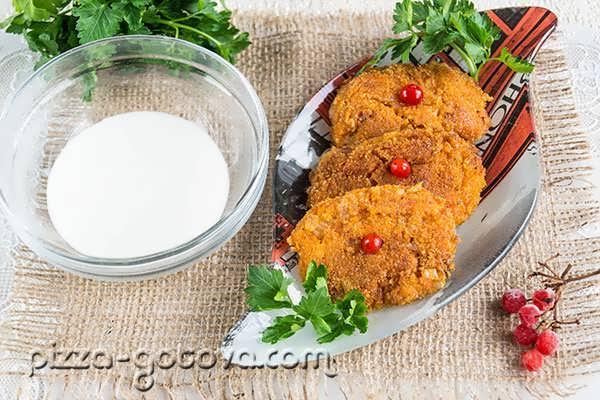 Morkovnyye kotlety s mankoy (2)