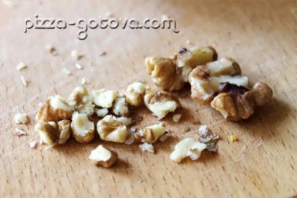 Очищаем грецкие орехи