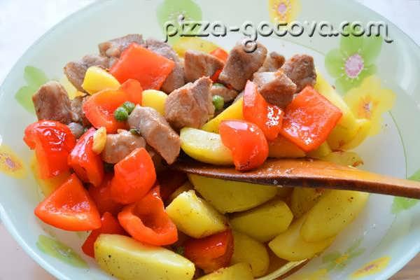 Отправляем мясо к овощам