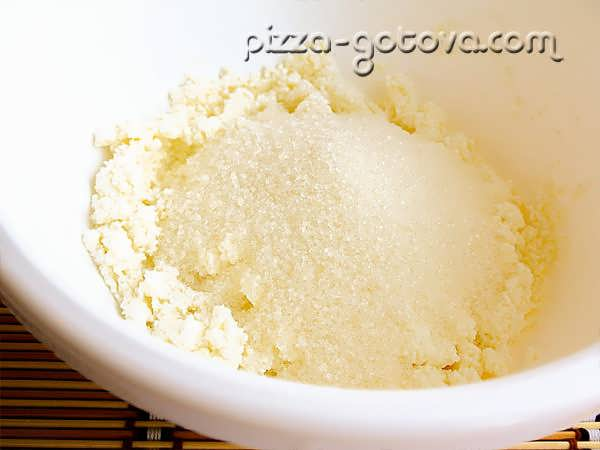 Творог соединить с сахаром