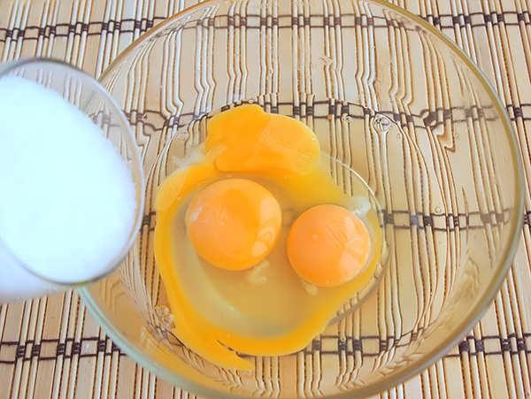 biskvitnyy pirog s yablokami (2)