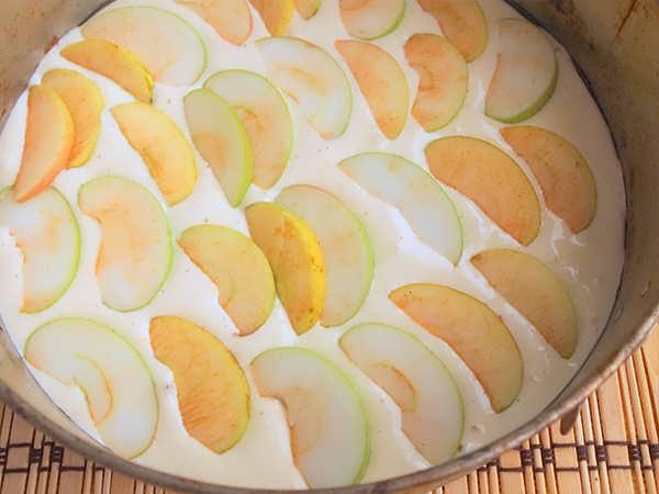 biskvitnyy pirog s yablokami (5)