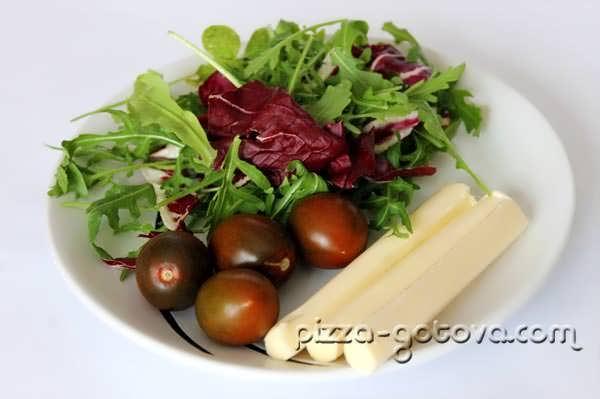 руккола, помидоры черри