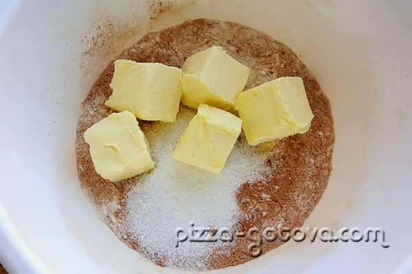 добавить масло и сахар
