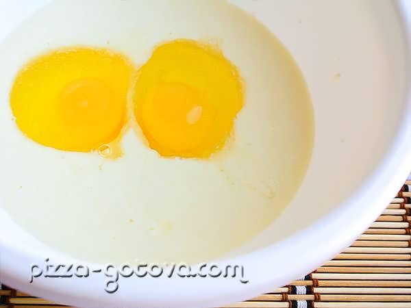 добавить в массу яйца