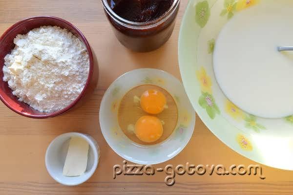добавляем в молоко яйца