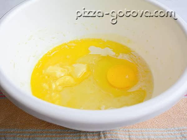 добавляем яйцо ванилин
