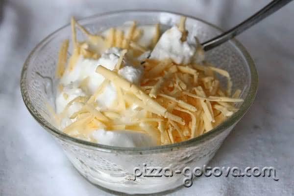 Смешиваем белки с сыром
