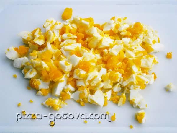 измельчить яйца