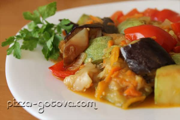 Овощное рагу с кабачками и баклажанами, фото