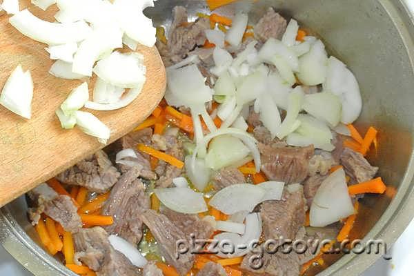 добавляем нашинкованную луковицу