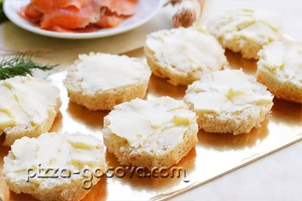 намазать хлеб маслом