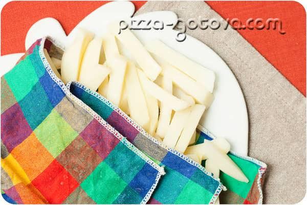 нарезаем картошку соломкой