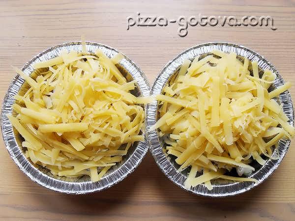 обильно посыпаем тертым сыром