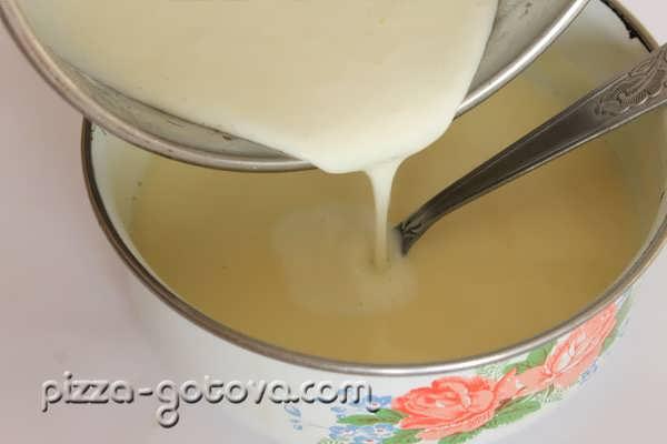 яично-молочную смесь