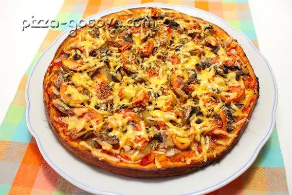 Пицца с соленым огурцом