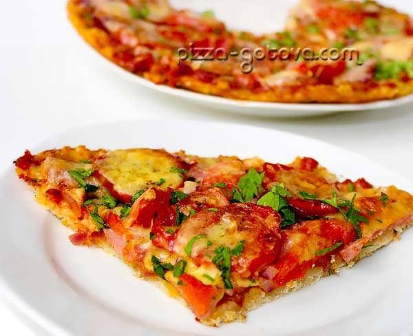 Пицца с ветчиной и сыром, фото