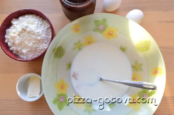 развести дрожжи в молоке