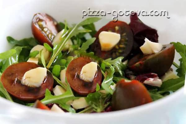 Салат с рукколой и моцареллой