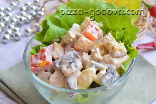 salat s shampinonami i kuritsey (1)