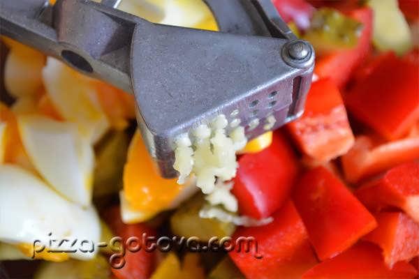 salat s shampinonami i kuritsey (10)