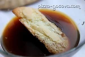 савоярди опускаем в кофе