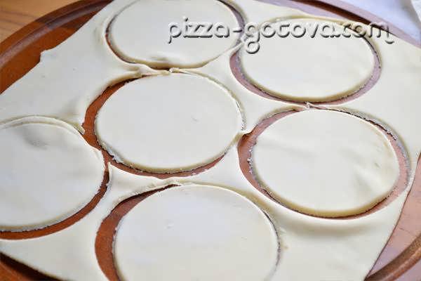 стаканом Вырезаем круги