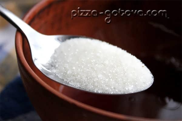 в глинтвейн добавляем сахар