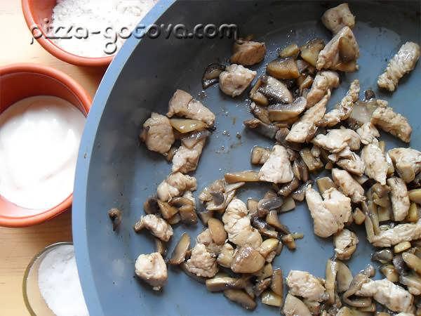 жарим грибы с курицей